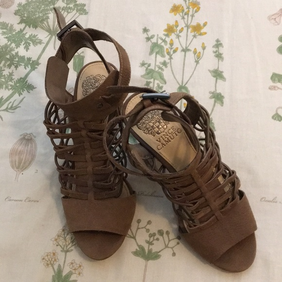 Vince Camuto Shoes - Vince Camuto tan heels